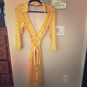 Diane Von Furstenberg yellow silk wrap dress sz 10